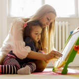 Mother-and-daughter-doing-art